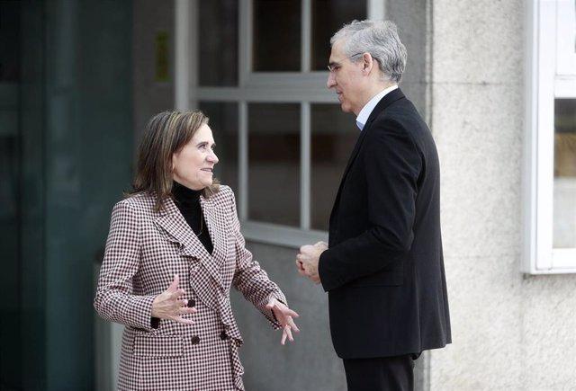 El conselleiro de Economía, Francisco Conde, con la investigadora María José Alonso