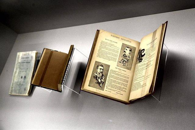 Varios libros de Benito Pérez Galdós  en la exposición 'Benito Pérez Galdós. La verdad humana' en la Biblioteca Nacional.