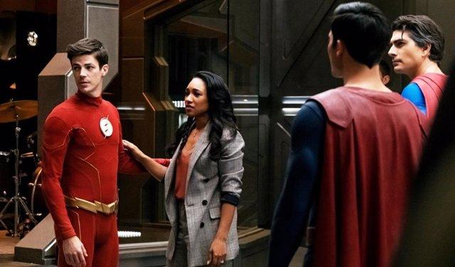 Imagen de Crisis en Tierras infinitas con The Flash y los dos Superman