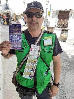 David Martínez, vendedor de la ONCE que ha repartido un millon de euros con el Rasca a un vecino que estaba trabajando