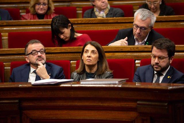 (E-D) El conseller d'Acció Exterior, Relacions Institucionals i Transparència de la Generalitat, Alfred Bosch; la consellera de la Presidència i portaveu de la Generalitat, Meritxell Budó; i el vicepresent Pere Aragonès durant la sessió plenària.