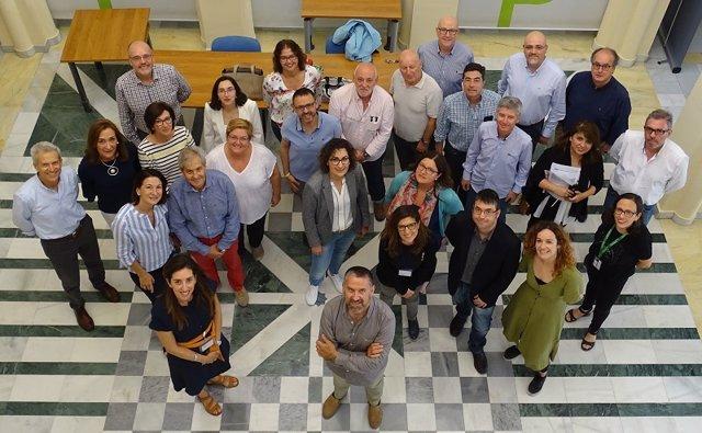 Foto de familia de la edición anterior del programa formativo de Gestión de Servicios de Nefrología
