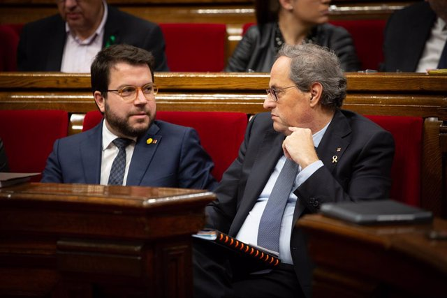 El vicepresident de la Generalitat, Pere Aragonès, i el president, Quim Torra, durant una sessió plenària al Parlament de Catalunya, Barcelona (Catalunya, Espanya), 12 de febrer del 2020.