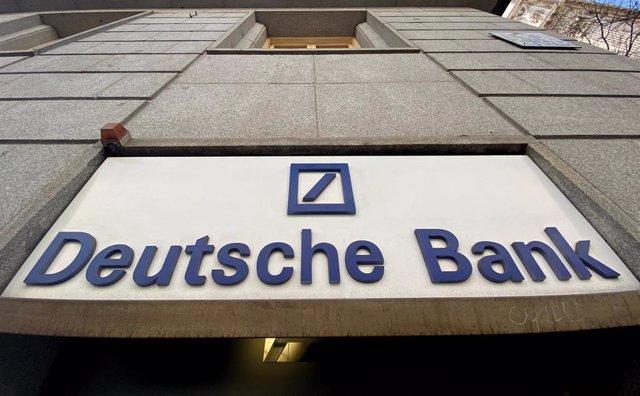Cartel de Deutsche Bank en una sucursal de Madrid