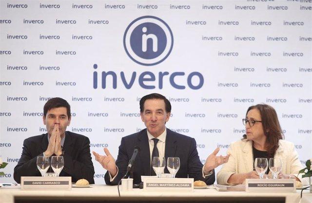 (I-D)  David Carrasco; el presidente de Inverco, Ángel Martínez-Aldama, y Rocío Eguiraun en la presentación de las previsiones para los fondos y planes de pensiones para 2020 de la patronal Inverco