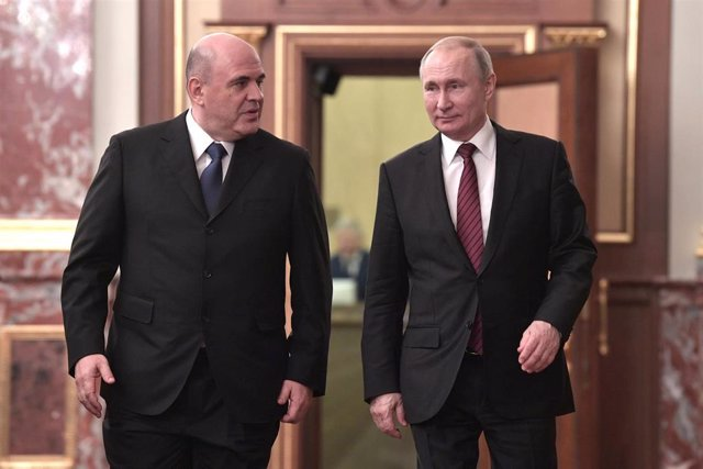 Mijail Mishustin y Vladimir Putin