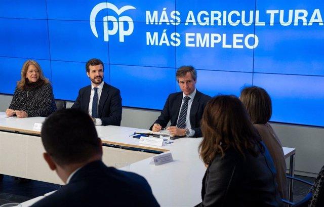 Casado acuerda con los consejeros de Agricultura del PP exigir a Planas iniciati