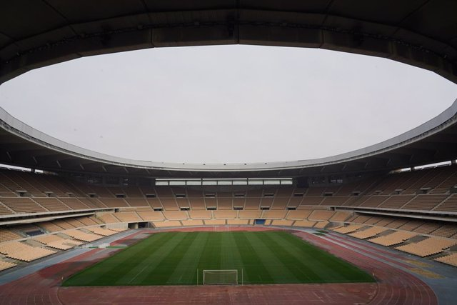 Fútbol/Copa.- Cinco de los 44 paños de la cubierta de La Cartuja serán sustituid