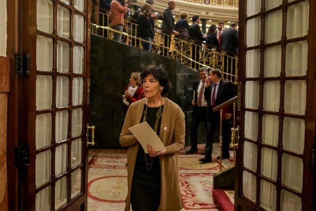 La ministra de Educación y Formación Profesional, Isabel Celaá, la semana pasada saliendo del hemiciclo del Congreso.