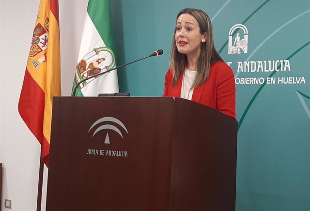 La delegada de la Junta en Huelva, Bella Verano comparece ante los medios de comunicación