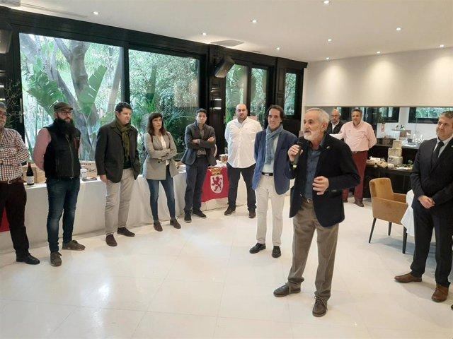 El vicepresidente de la Diputación de León, Matías Llorente, ha estado presente en la primera jornada del I Showroom de Productos de León.