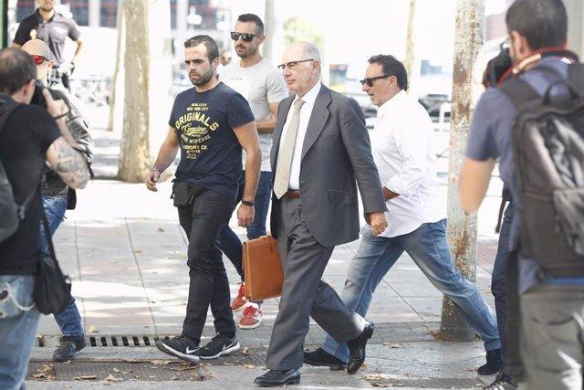 El titular del Juzgado de Instrucción número 31 de Madrid, Antonio Serrano Arnal, cita a declarar al exvicepresidente del Gobierno y expresidente de Bankia Rodrigo Rato por presunto blanqueo de capitales