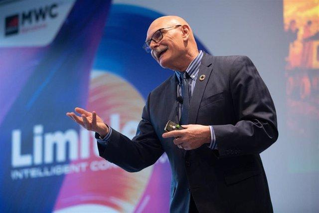 El consejero delegado de la GSMA, John Hoffman, en la presentación del MWC 2020.