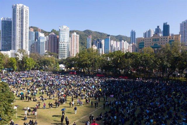 Cientos de manifestantes protestan en Hong Kong.
