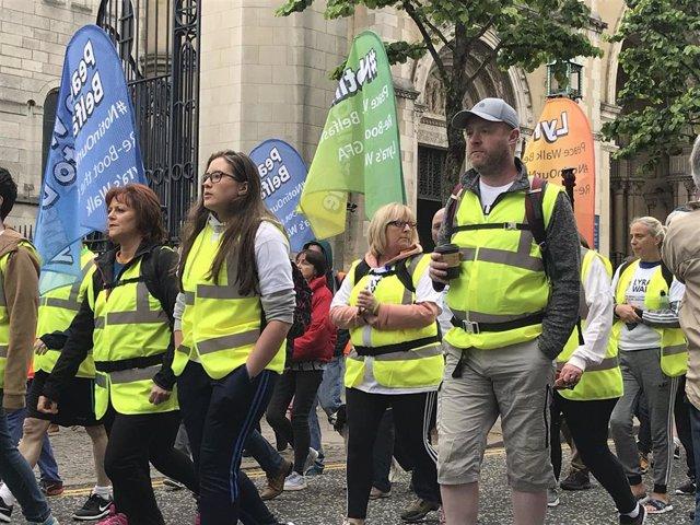 Marcha en Belfast por el asesinato de la periodista Lyra McKee.