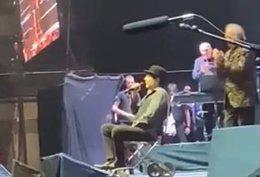 Joaquín Sabina, tras su caída del escenario en el Wizink Center de Madrid