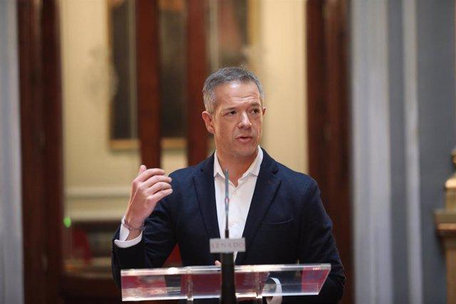 El portavoz del PSOE en el Senado, Ander Gil, en rueda de prensa tras la reunión de la Junta de Portavoces del Senado, en Madrid (España), a 16 de enero de 2020.