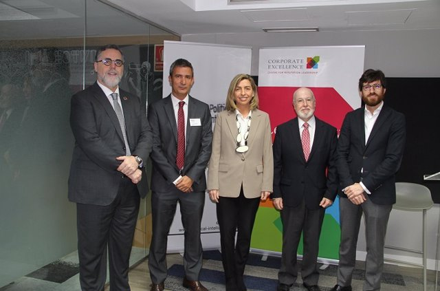 Izq-dcha.: Miguel Lopez-Quesada, Javier Valiente, Eva Piera, Ángel Alloza y Alfredo Gazpio.