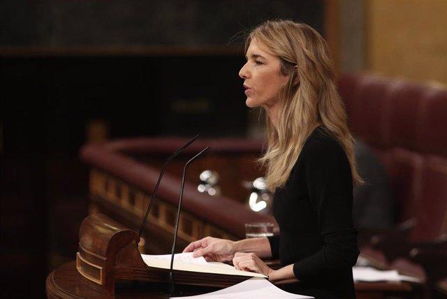 La portavoz del PP en el Congreso, Cayetana Álvarez de Toledo, interviene en la primera sesión de control al Gobierno en la XIV Legislatura,  en el Congreso de los Diputados, Madrid (España), a 12 de febrero de 2020.