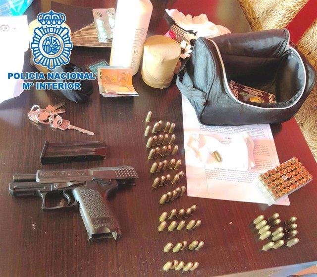 Arma sustraída a un policia local de Málaga en 2008 recuperada por los agentes