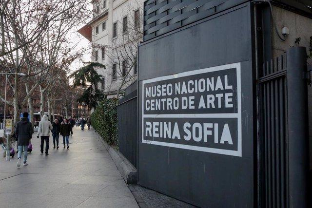 Puerta del Museo Reina Sofía en la Plaza del Emperador Carlos V, en Madrid a 14 de enero de 2020.