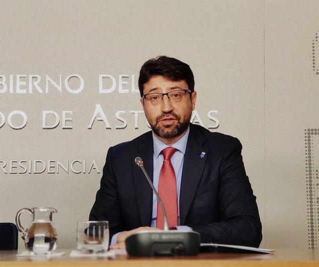 El consejero de Industria, Empleo y Promoción Económica, Enrique Fernández.