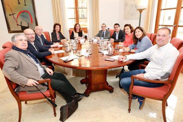 La presidenta del Govern, Francina Armengol, preside la Mesa de Diálogo Social de Baleares
