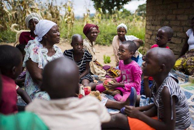 África.- Sexo por comida o matrimonios adolescentes: Las consecuencias del cambi