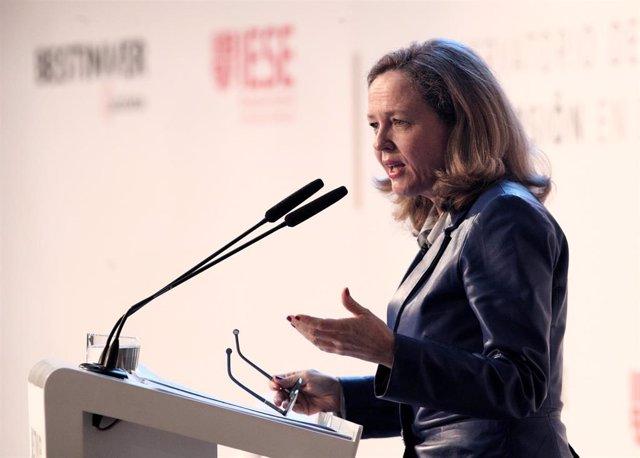 La vicepresidenta tercera y ministra de Asuntos Económicos y Transformación Digital, Nadia Calviño, durante su intervención en la inaguración del Encuentro Informativo: II Observatorio del Ahorro y la Inversión en España.