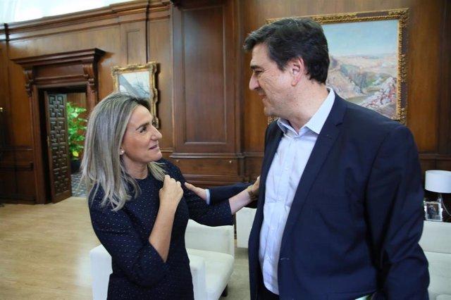 La alcaldesa de Toledo, Milagros Tolón, se ha reunido este jueves con el director general de la Fundación SM, Javier Palop