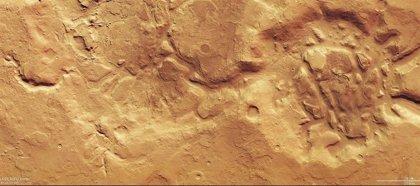 Erosión a gran escala por agua, viento y hielo en nuevas fotos de Marte