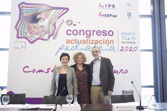 De izquierda a derecha, la doctora María Jesús Esparza, la doctora Concha Sánchez Pina y el doctor César García Vera.
