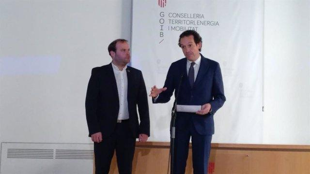 El conseller Marc Pons (derecha).