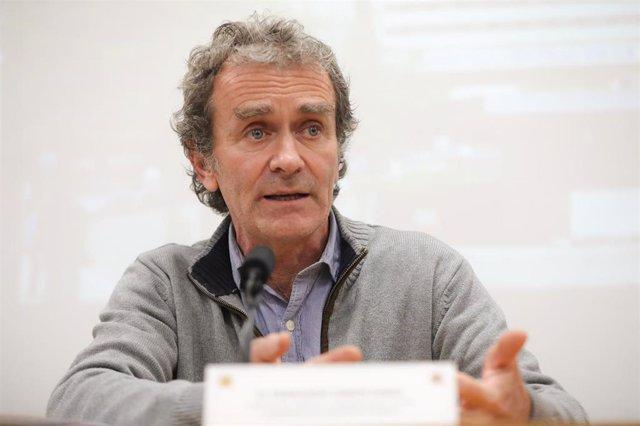 El director del Centro de Coordinación de Alertas y Emergencias Sanitarias, Fernando Simón, en rueda de prensa para explicar la evolución de las personas en cuarentena por riesgo de contagio de Coronavirus, en el Hospital Gómez Ulla de Madrid donde fueron