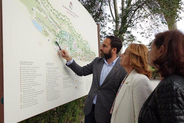 Los ediles socialistas Daniel Perez, Begona Medina y Rosa del Mar Rodriguez en el Jardin Botanico La Concepción de Málaga
