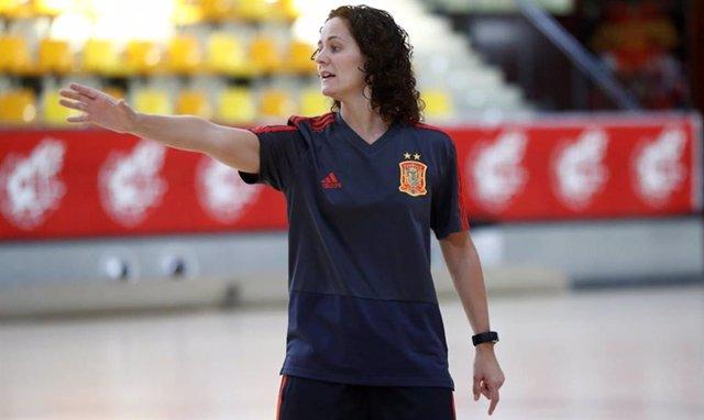 Claudia Pons, seleccionadora nacional femenina de fútbol sala