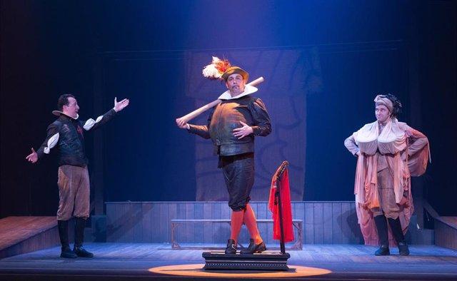 Una de las escenas de la obra de teatro 'Andanzas y entremeses de Juan Rana', que podrá verse desde mañana en el Teatro de la Comedia de Madrid.