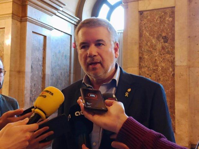L'alcalde de Tarragona, Pau Ricomà, en declaracions als mitjans al Parlament.