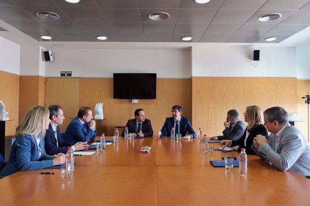 El vicepresidente de la Junta de Andalucía se reúne con responsables de la UAL