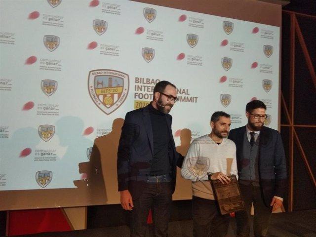 El ex entrenador del Barcelona Ernesto Valverde recoge en San Mamés el Premio Referente Bilbao International Football Summit - BIFS'20