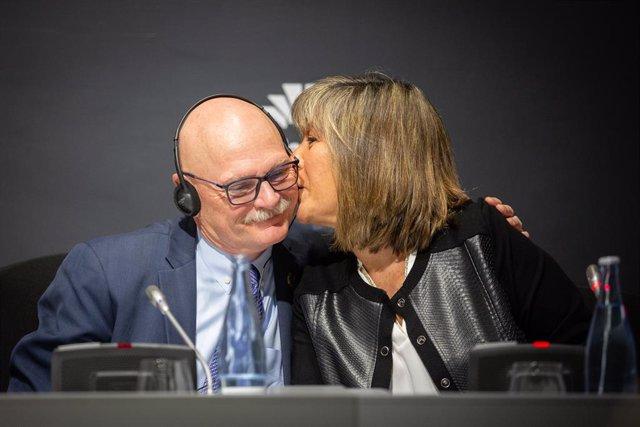 El conseller delegat de GSMA  John Hoffman i la presidenta de la diputació de Barcelona, Núria Marín Martínez en roda de premsa.