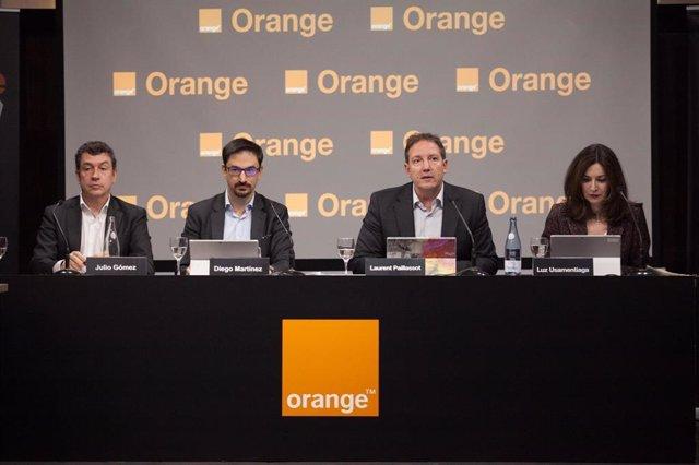 Julio Gómez, Diego Martínez, Laurent Paillassot y Luz Usamentiga en la rueda de prensa de los resultados de Orange España de 2019