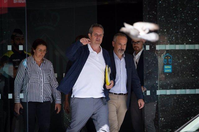 Joaquim Forn surt de l'Ajuntament de Barcelona, en una imatge d'arxiu.