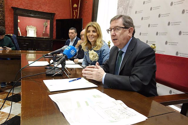 Rueda de prensa de la presentación de las actuaciones a llevar a cabo en el parque del Cuarto Real de Santo Domingo