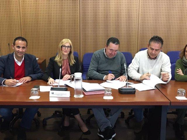 Junta y sindicatos actualizan el protocolo de prevención y actuación en casos de acoso o discriminación en la Administración.