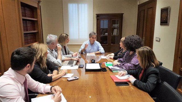 El Presidente De SATSE, Manuel Cascos, Junto Al Resto De Miembros Que Forman Parte De La Comisión Permanente De Igualdad De SATSE.