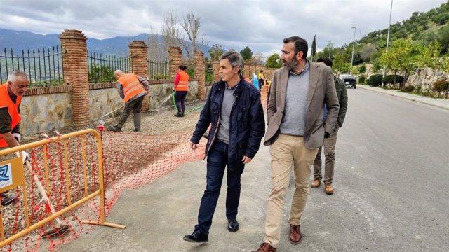 El responsable del área de Cooperación y Asistencia a Municipios de Diputación, Javier Pizarro, en su visita a las obras del Profea en Algodonales