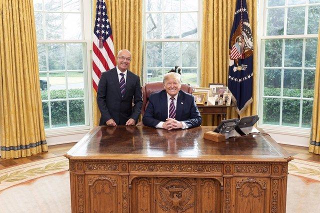 El ex comisario venezolano Iván Simonovis y el presidente estadounidense, Donald Trump