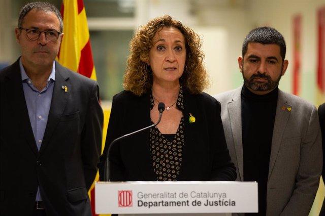 La consellera de Justícia, Ester Capella, juntament amb el conseller de Treball i Afers Socials, Chakir el Homrani, presenta la nova normativa per al col·lectiu trans en centres penitenciaris, Barcelona (Espanya), 15 de novembre del 2019.