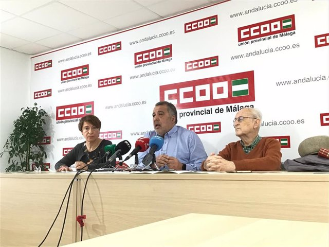 Imagen de archivo de dirigentes de CCOO, entre ellos, Rosa María Martín Cruzado, en una rueda de prensa sobre retirada de amianto en hospitales.